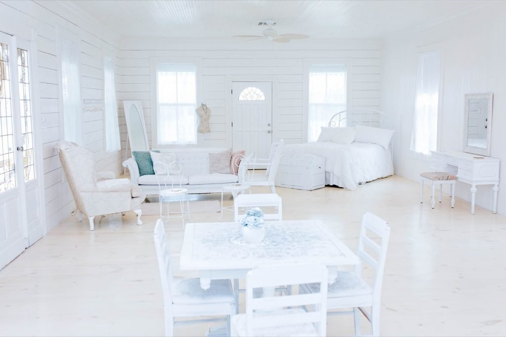 Ahhh too much white! This is the fancy-pancy white room of Eagle Dance Ranch