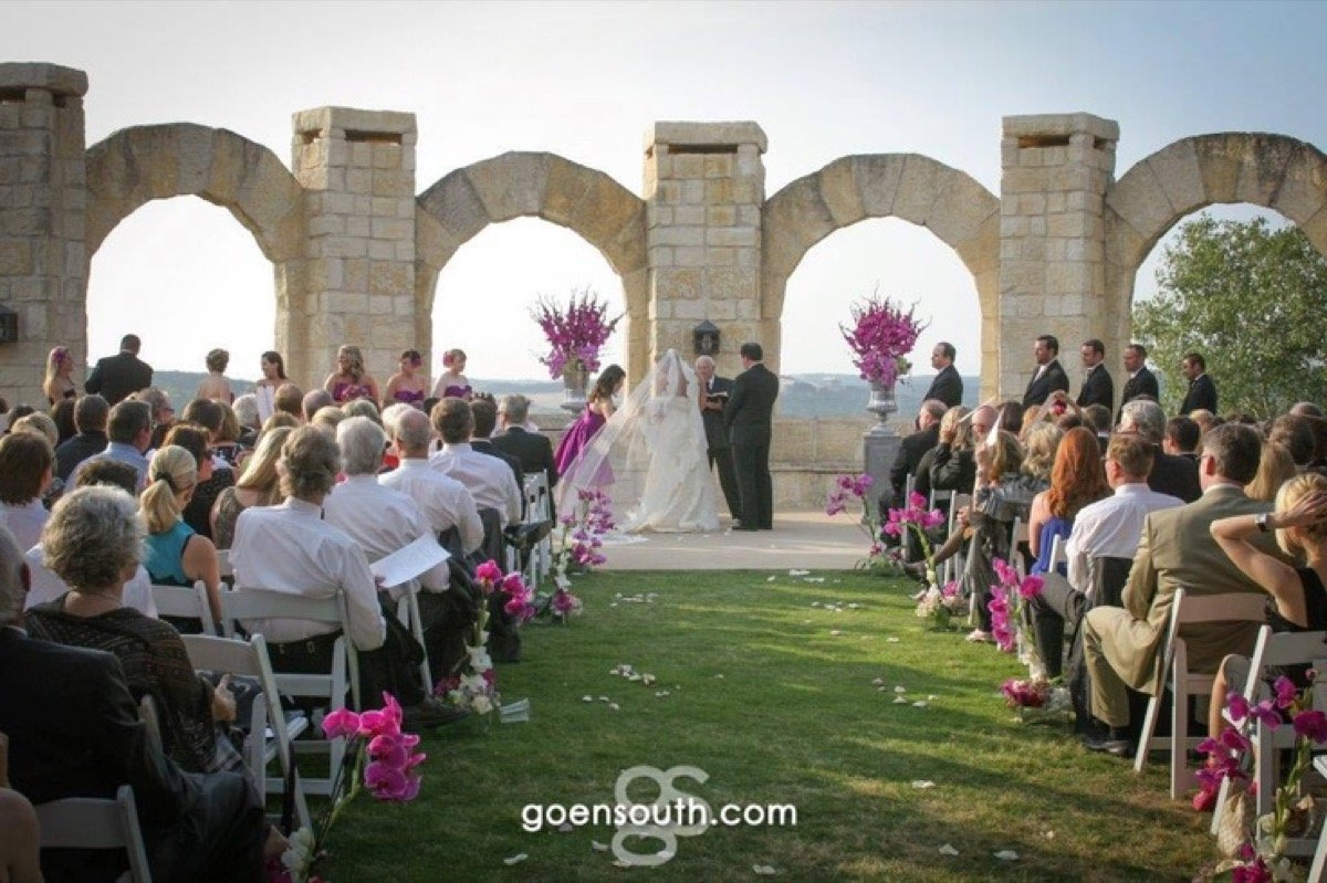 A wonderful outdoor wedding on the La Cantera Resort & Spa patio