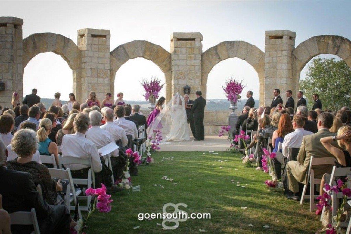A wonderful outdoor wedding on the La Cantera Resort & Spa patio