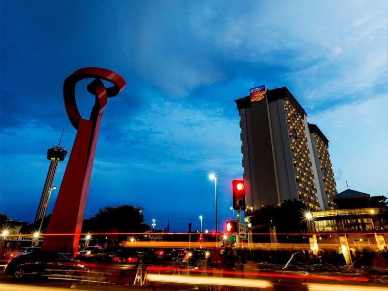 Hilton Palacido del Rio at night