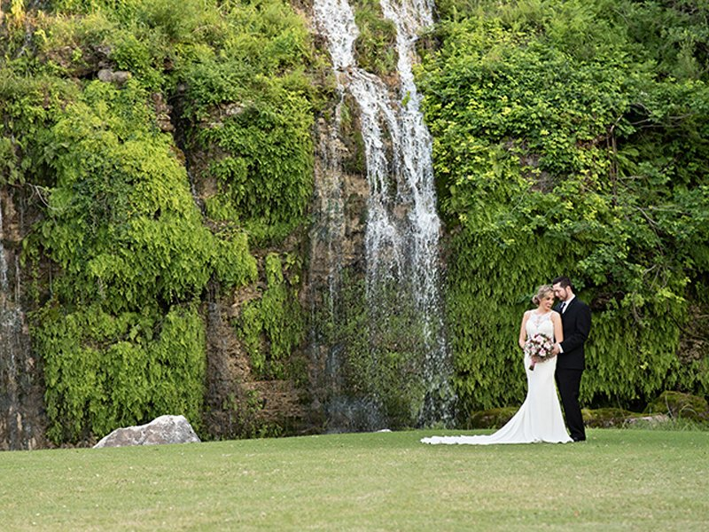The Canyon Springs Golf Club has a waterfall for your next wedding!