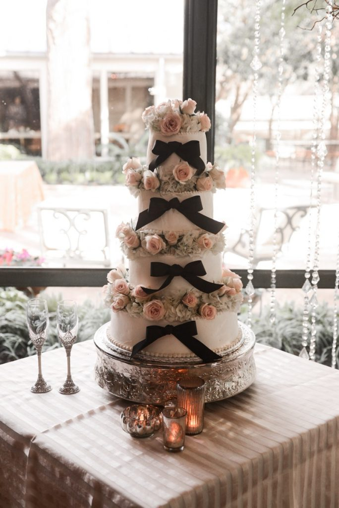 Alamo Plants & Petals adorned the Bridal cake with rings of flowerss.
