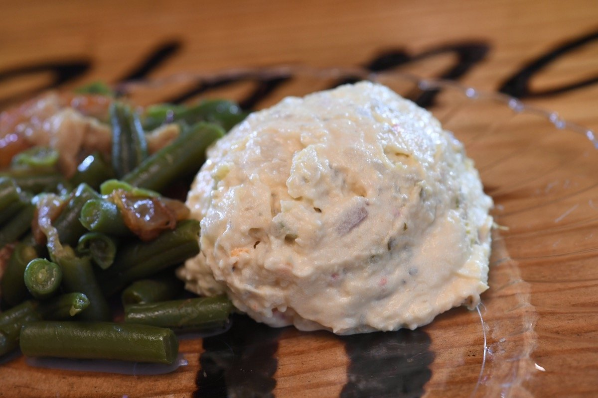 Close-Up picture of Blanco BBQ dollops a smidgen of potato salad with green beans