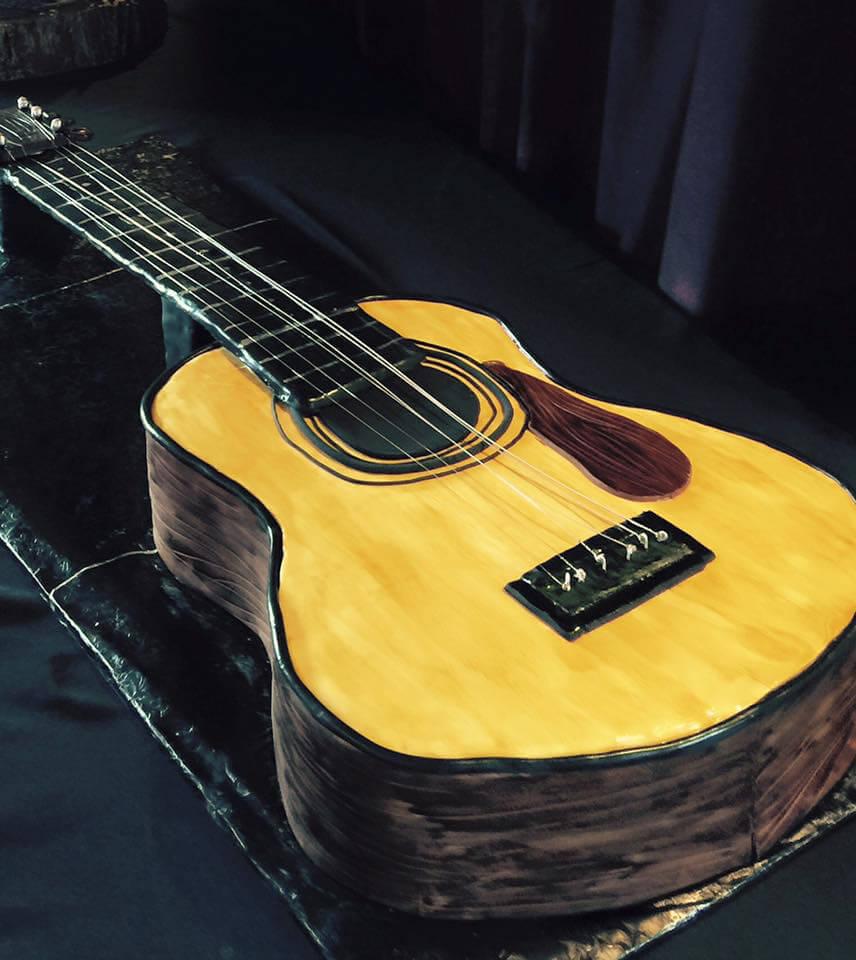 Cake Art. Guitar cake