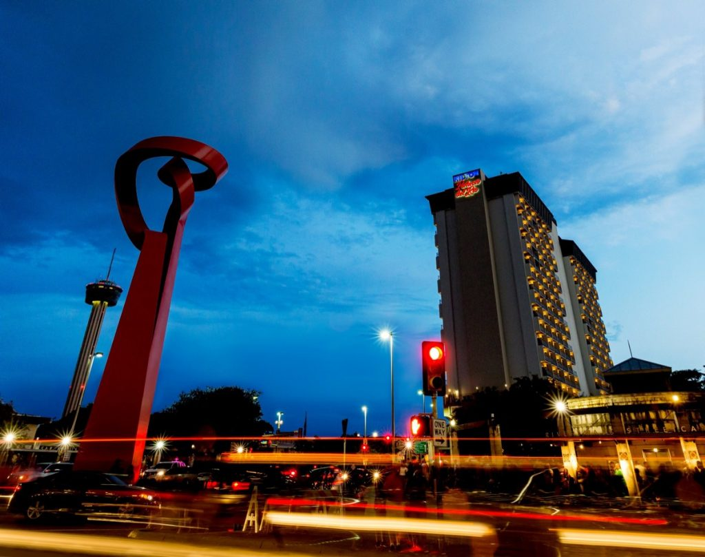 The Hilton Palacio del Rio and the downtown sculpture shot near twilight.