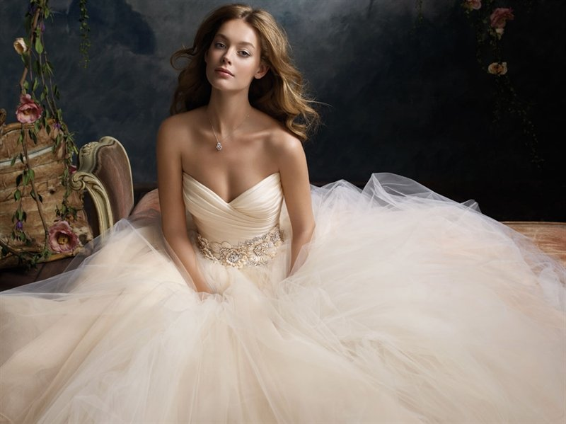 Julian Gold Bridal Salon-BridalBuzz-San Antonio Weddings