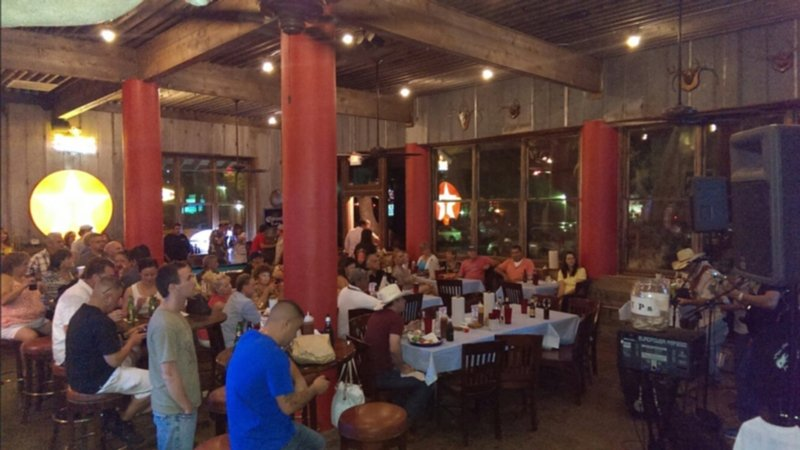 A normal crowd - before covid-19 - people really enjoy Blanco BBQ