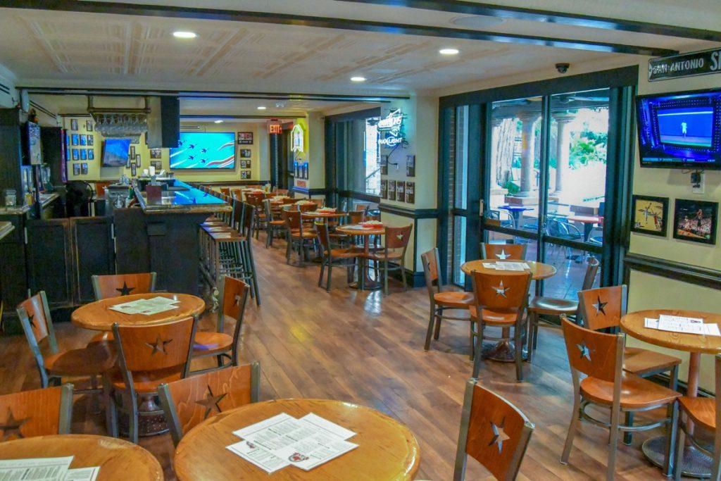 The Hilton Palacio del Rio has a little cafe, too!