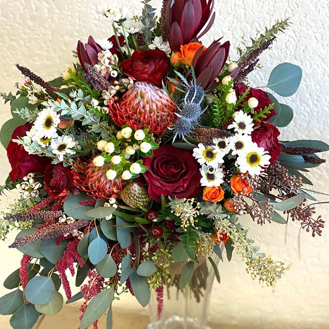 Lesley's Flowers and Gifts-BridalBuzz-San Antonio Weddings
