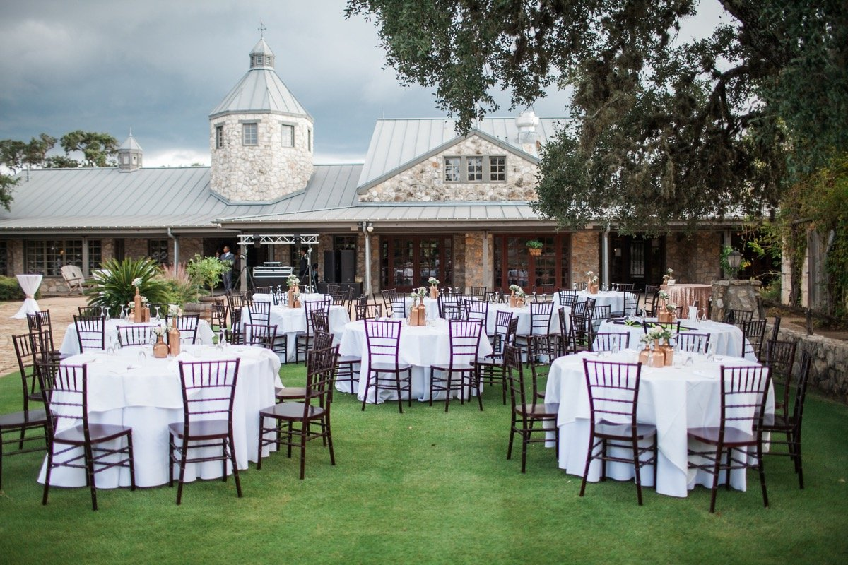 Exterior of the Canyon Springs Golf Course complete with an outdoor reception.