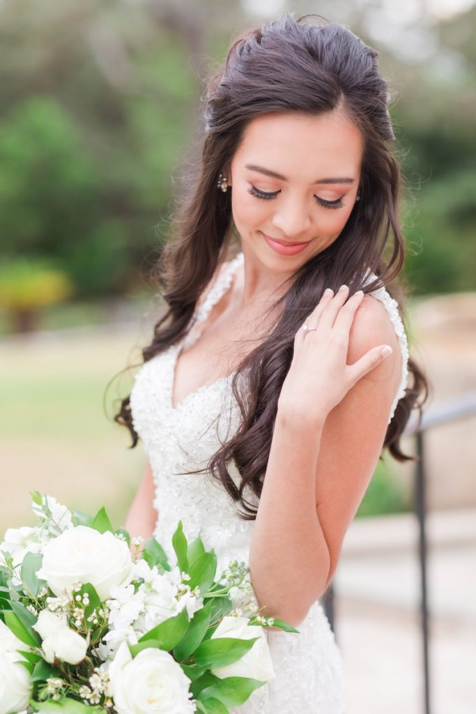 san Antonio bride photographed by Dawn Elizabeth Studios