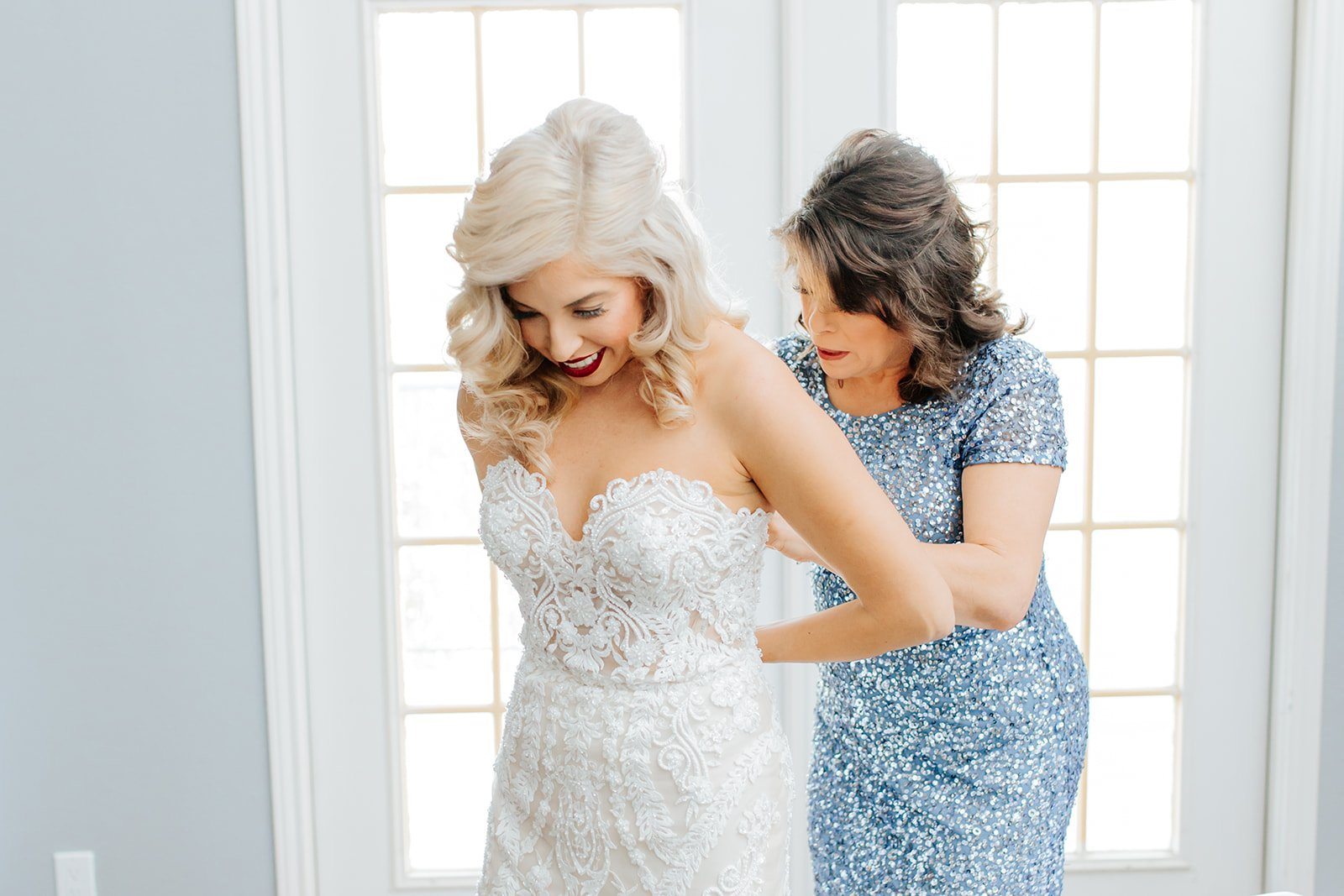 mother of bride helping daughter on the wedding day
