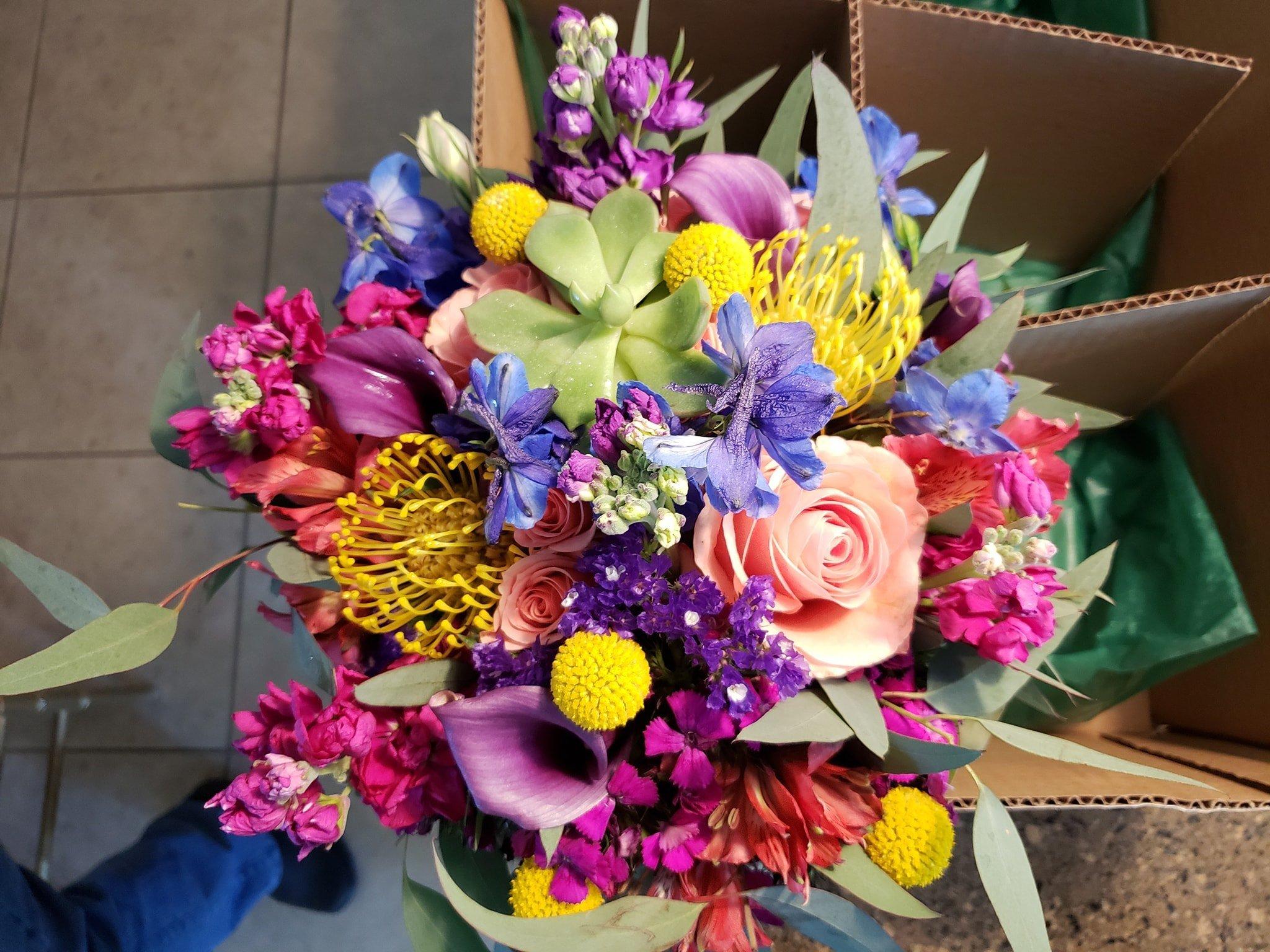 oakleaf florist for valentines day at San Antonio Weddings