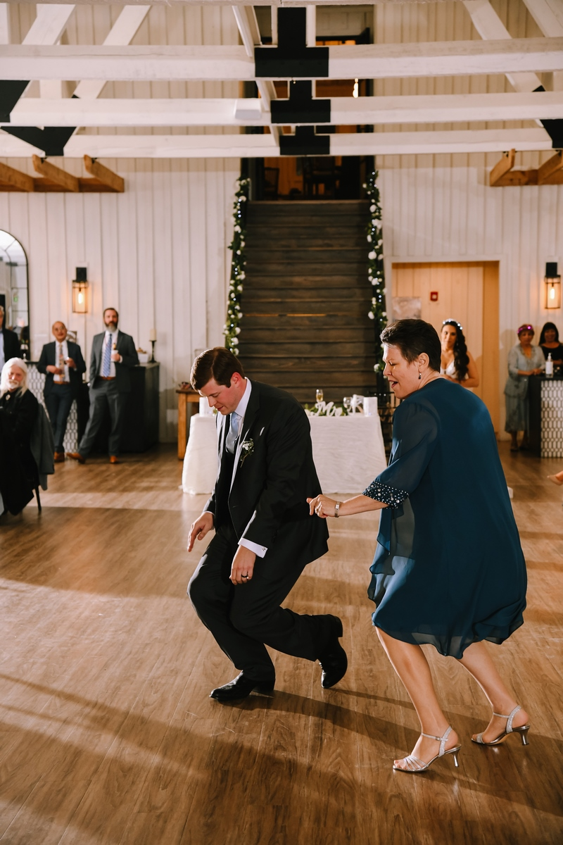 bridal babe blogger on San Antonio Weddings gets married in New Braunfels