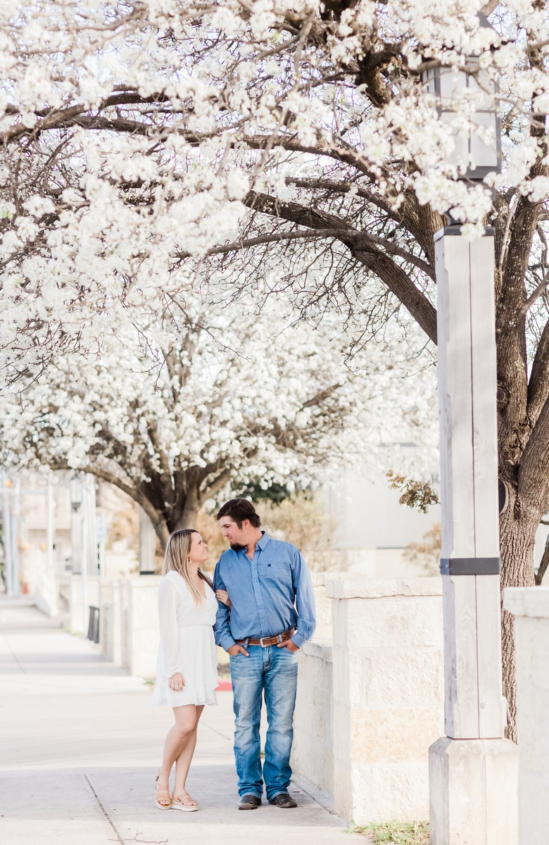 hill country couple in kerville texas photographed by Mayra eads
